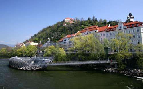 Murinsel_Mitten_In_Graz