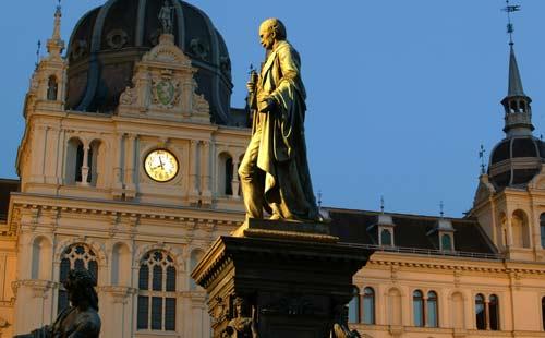 Hauptplatz_Statue_Graz