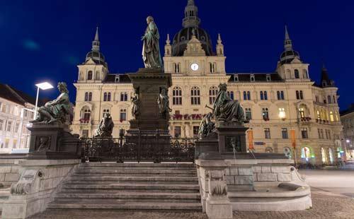 Rathaus_Graz_Statue